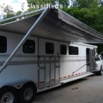 Hawk 4 Horse Head to Head with Large Sleeper Tack Room